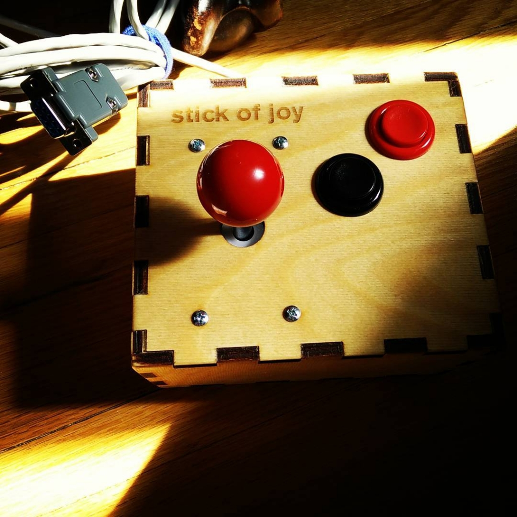 Not-even-remotely over-engineered retrogaming joystick